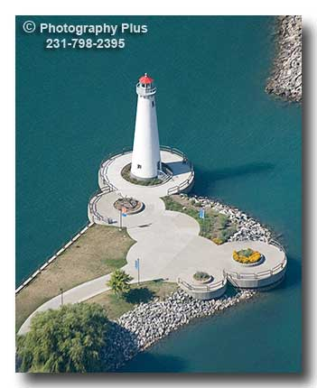 Detroit''s TriCentennial Park Lighthouse